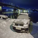 شدید سردی میں ایک نوجوان نے اپنی کار کو چوری سے بچانے کے لیے جس بےخوفی کا مظاہرہ کیا ہے اس نے پولیس کو بھی حیران کر دیا ہے۔