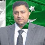 بریڈفورڈ ۔ رپورٹ شاہد جنجوعہ : گزشتہ روز پاکستان قونصلیٹ جنرل خلیل احمد باجوہ کے اعزاز میں دی جانیوالی فئیرویل پارٹی ایک سیمنار کا روپ دھار گئی۔ تارکین وطن پاکستانیوں اور کشمیریوں کی بہت بڑی تعداد نے اس میں شرکت کرکے وطن سے محبت اورباہمی یکجہتی کا شاندار مظاہرہ کیا یوں بریڈفورڈ میں منعقد ہونے والی یہ تقریب مدتوں یاد رکھی جائے گی۔ اس میں لوکل کونسل، کمیونٹی نمائندگان، سپرڈنٹ برطانوی پولیس مسٹر وین وتھ ، بریڈفورڈ کونسل لیڈر کونسلر سوزن ھنکلف، سمیت شیڈومنسٹر بیرسٹر عمران حسین، چودھری حق نواز، چودھری الطاف حسین، گوہر الماس خان ، ممتاز کاروباری شخصیت حاجی مصدق حسین کونسلر تاج السلام، سابق لارڈمئیر غضنفر خالق، کونسلر عابد حسین، کونسلررضوانہ جمیل، کونسلر خادم حسین، کونلسر ظفراقبل ، کونسلر محمد شفیق، کونسلر عبدالجبار، ممتاز کشمیری لیڈرسردار عبدالرحمن اور آصف نسیم راٹھور۔ سکھ کمیونٹی کے نمائندہ لیڈر سردار نرمل سنگ ، ھندو کمینوٹی کے چئرمین منوج جوشی، چودھری عمران واحد، چودھری محمد اعظم ، چودھری ساجد پنوں ، چودھری محمد بشیر سمیت ہرشعبہ ہائے زندگی سے تعلق رکھنتے والے کثیر افراد نے شرکت کی ۔